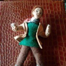 Antigüedades: ANTIGUO MUÑECO DE TRAPO HECHO A MANO. Lote 195550445