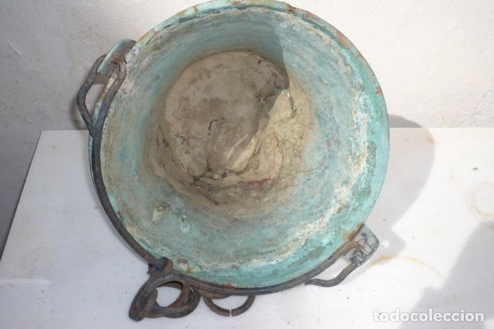 Antigüedades: Antiguo Cubo o Caldero de Cobre y Forja - Foto 5 - 194977618