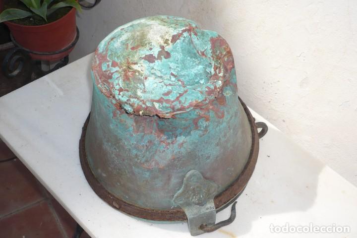 Antigüedades: Antiguo Cubo o Caldero de Cobre y Forja - Foto 8 - 194977618