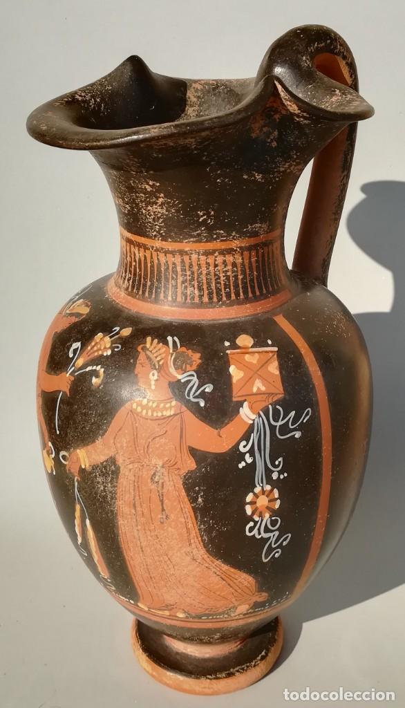 Antigüedades: OINOCHOE GRIEGA DE FIGURAS ROJAS ESTILO APULIA, APOLO Y DAFNE (REPRODUCCIÓN) - Foto 3 - 195599195