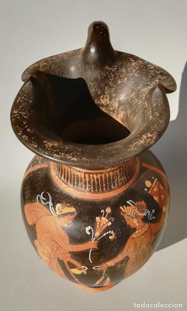 Antigüedades: OINOCHOE GRIEGA DE FIGURAS ROJAS ESTILO APULIA, APOLO Y DAFNE (REPRODUCCIÓN) - Foto 8 - 195599195