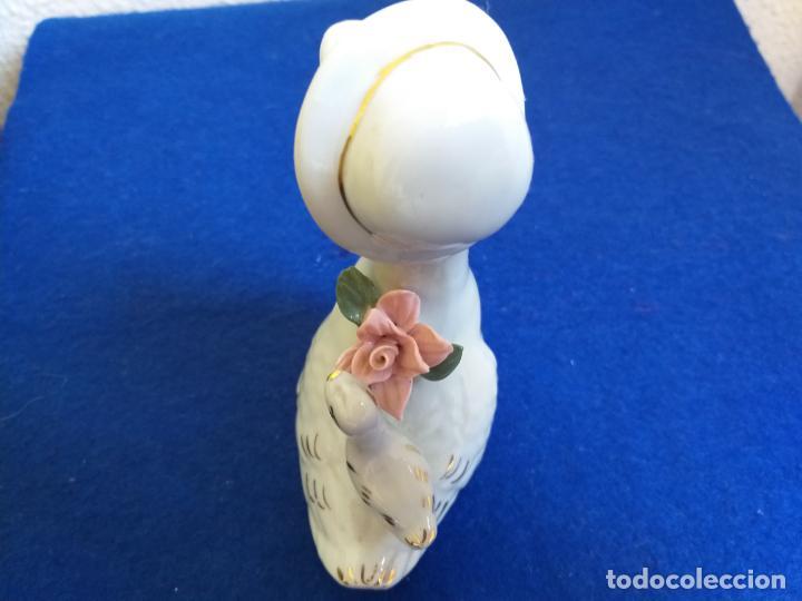 Antigüedades: Figura decorativa. Pata. Altura 14 cm. - Foto 7 - 195606807