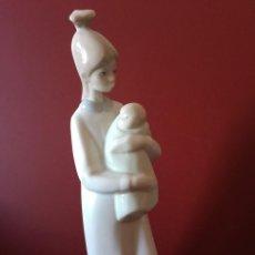 Antigüedades: FIGURA PORCELANA DE MUJER CON NIÑO LLADRO TANG,. Lote 195608202