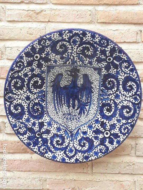 2 ) PLATO GRANDE ANTIGUO EN CERAMICA VIDRIADA DE MANISES ( VALENCIA ) (Antigüedades - Porcelanas y Cerámicas - Manises)