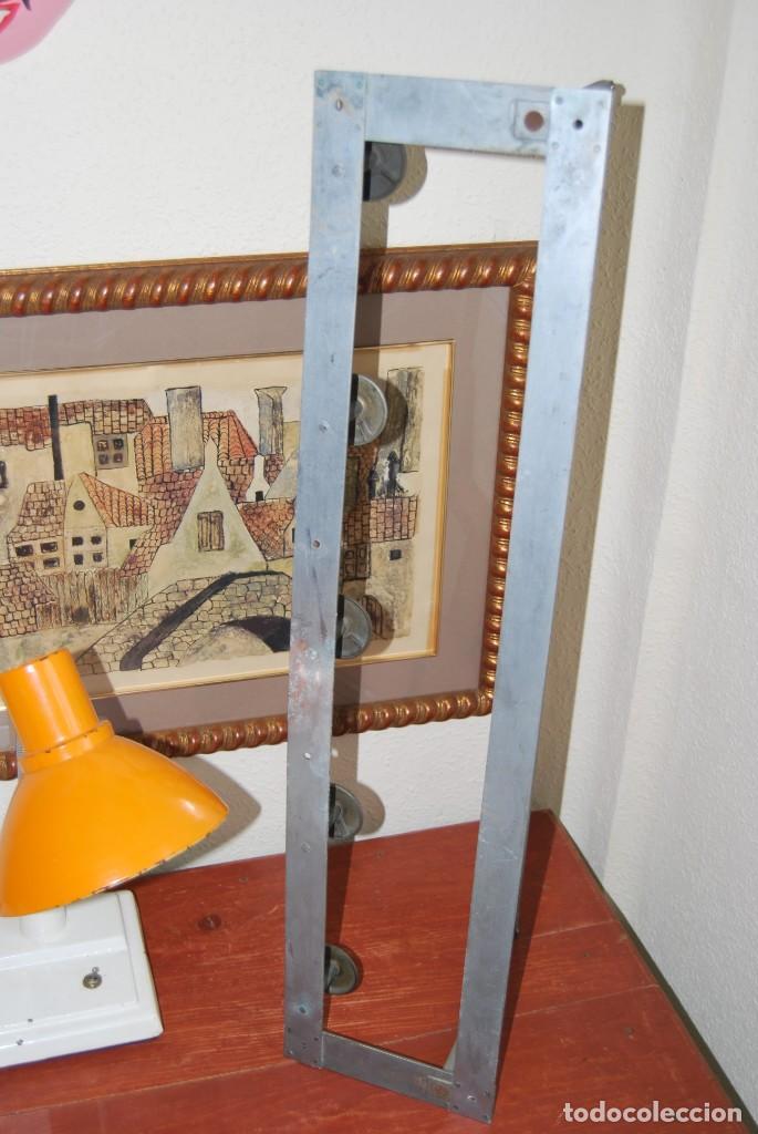 Antigüedades: ANTIGUO PERCHERO DE METAL - CON BALDA Y CINCO COLGADORES - Foto 14 - 195642743