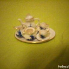 Antigüedades: PRECIOSO SERVICIO DE CAFE DE PORCELANA DELFT,MINIATURA PARA VITRINA. Lote 195671828