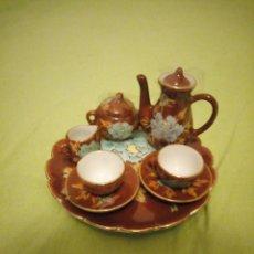 Antigüedades: PRECIOSO SERVICIO DE CAFE DE PORCELANA CHINA,MINIATURA PARA VITRINA. Lote 195671918