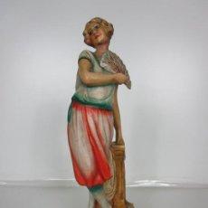 Antigüedades: ANTIGUA FIGURA ART DECÓ - TERRACOTA POLICROMADA - SEÑORITA CON ABANICO - 44 CM ALTURA - AÑOS 20. Lote 195689233