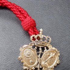 Oggetti Antichi: SEMANA SANTA SEVILLA, MEDALLA CON CORDON HERMANDAD DE LA LANZADA. Lote 195689288