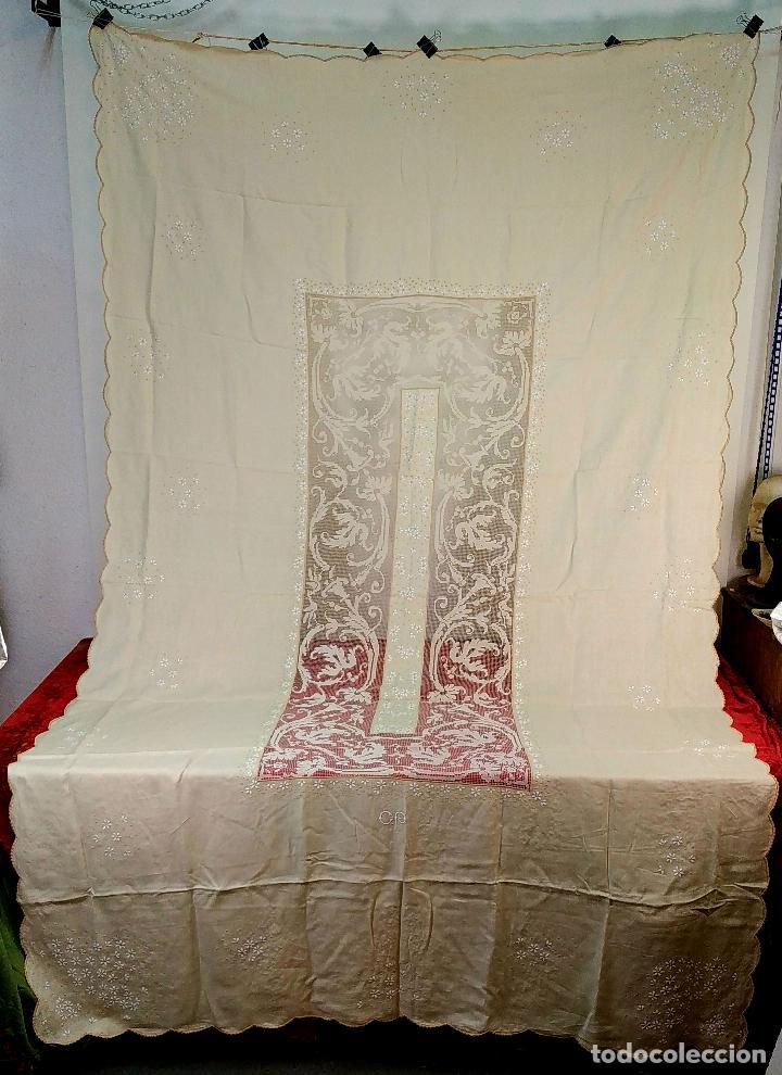 GRAN MANTELERIA 300X175, 12 SERVICIOS. LINO. BORDADOS. ENCAJES. ESPAÑA. SIGLO XIX-XX (Antigüedades - Hogar y Decoración - Manteles Antiguos)