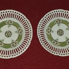 Antigüedades: 2 PLATOS DE PORCELANA COLADA PRIMERA MITAD SIGLO XX. Lote 195737860