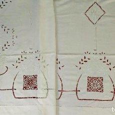 Antigüedades: GRAN SABANA DE MATRIMONIO EN LINO. ENCAJES. BORDADOS. ESPAÑA. SIGLO XIX. Lote 195737978