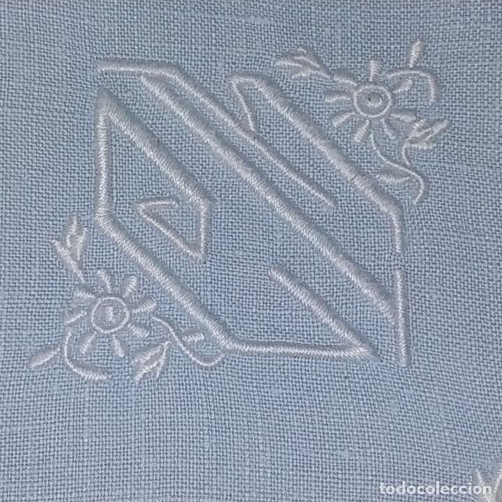 Antigüedades: MANTELERIA PARA 6 SERVICIOS. 230X160CM. LINO BORDADO A MANO. ESPAÑA. CIRCA 1950 - Foto 15 - 195739953