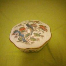 Antigüedades: JOYERO DE PORCELANA WEEDGWOOD BONE CHINA ENGLAND,KUTANI CRANE.. Lote 195783618