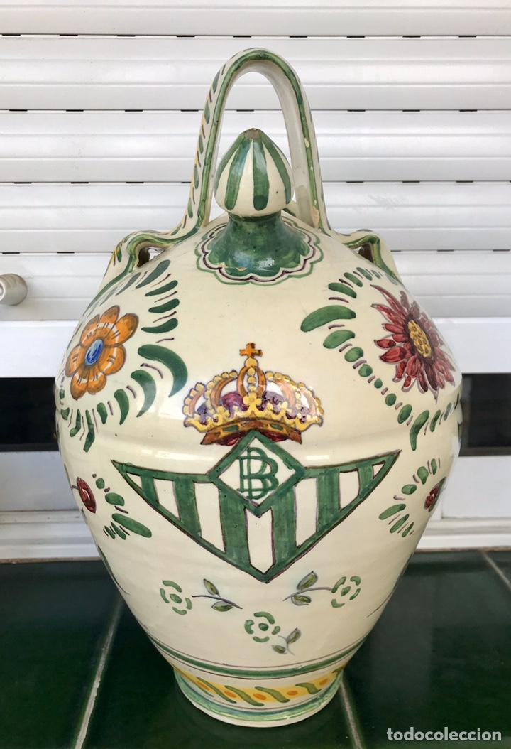 BOTIJO REAL BETIS BALOMPIÉ Y GIRALDA. CERÁMICA SANTA ANA TRIANA. SEVILLA. (Antigüedades - Porcelanas y Cerámicas - Triana)