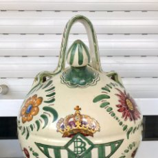 Antigüedades: BOTIJO REAL BETIS BALOMPIÉ Y GIRALDA. CERÁMICA SANTA ANA TRIANA. SEVILLA.. Lote 195855226