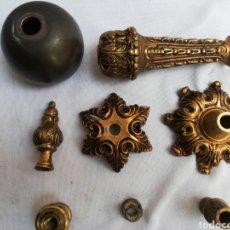 Antigüedades: LOTE 8 PIEZAS DE BRONCE PARA REPUESTO LAMPARA ANTIGUA. PLATILLOS. PIEZA INTERMEDIA. CORONA.. Lote 237550685