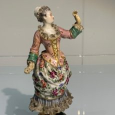 Antigüedades: ANTIGUA FIGURA DAMA PORCELANA MEISSEN. SELLADA. C. SXIX. POCO COMÚN.. Lote 195907688