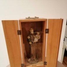 Antiquités: PRECIOSO SAN ANTONIO BENDITO CON CAPILLA Y LLAVE PARA RECOJER LAS MONEDAS. MUY BUENAS CONDICIONES.. Lote 195910003