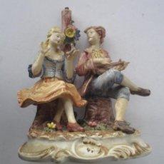 Antigüedades: LAMPARA DE PORCELANA - COMPOSICION PAREJA ROMANTICA DIECIOCHESCA - BASSANO. Lote 195926041