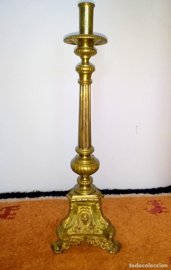 Antigüedades: Candelabro de Altar de Iglesia en Bronce - Foto 2 - 195929053