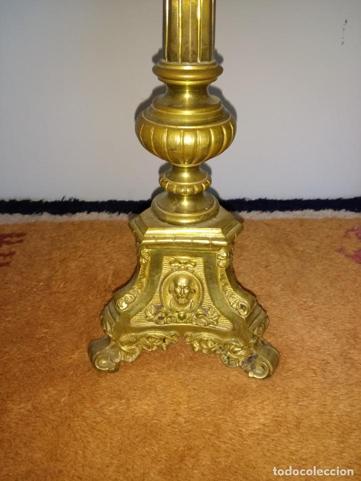 Antigüedades: Candelabro de Altar de Iglesia en Bronce - Foto 4 - 195929053