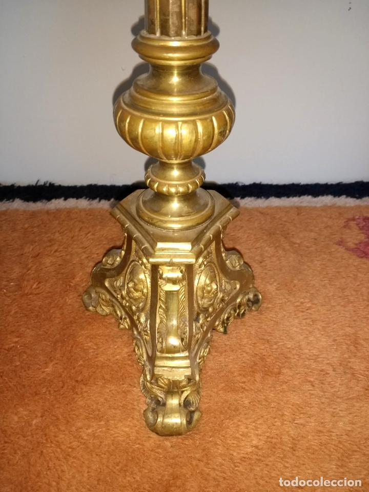 Antigüedades: Candelabro de Altar de Iglesia en Bronce - Foto 6 - 195929053