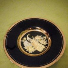Antigüedades: PRECIOSO PLATO DE PORCELANA DECORADO CON METALES PRECIOSOS ORO Y PLATA .THE ART OF CHOKIN JAPÓN.. Lote 195930292