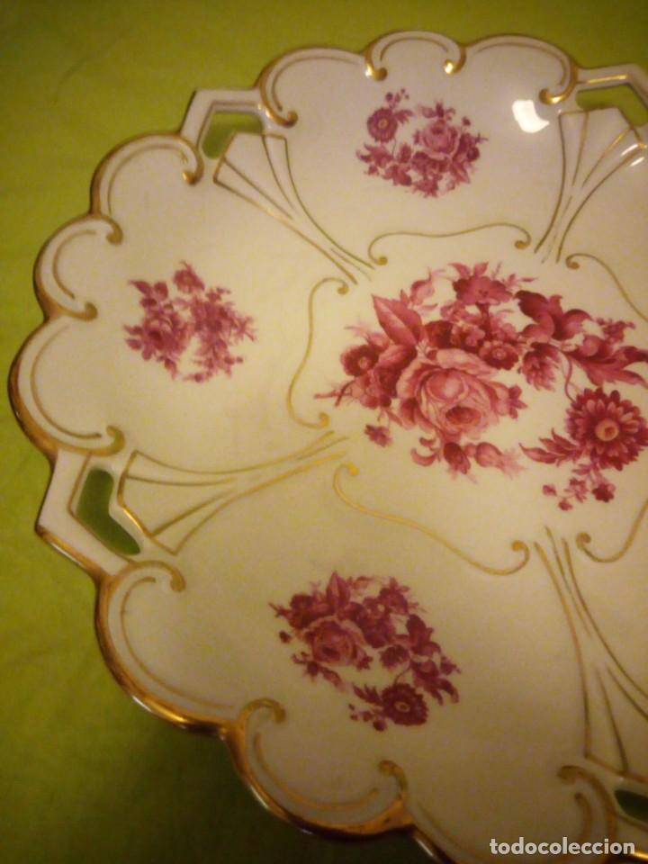 Antigüedades: Preciosa fuente de porcelana calada con oro y flores,jl. menau made in germany. - Foto 3 - 195931977