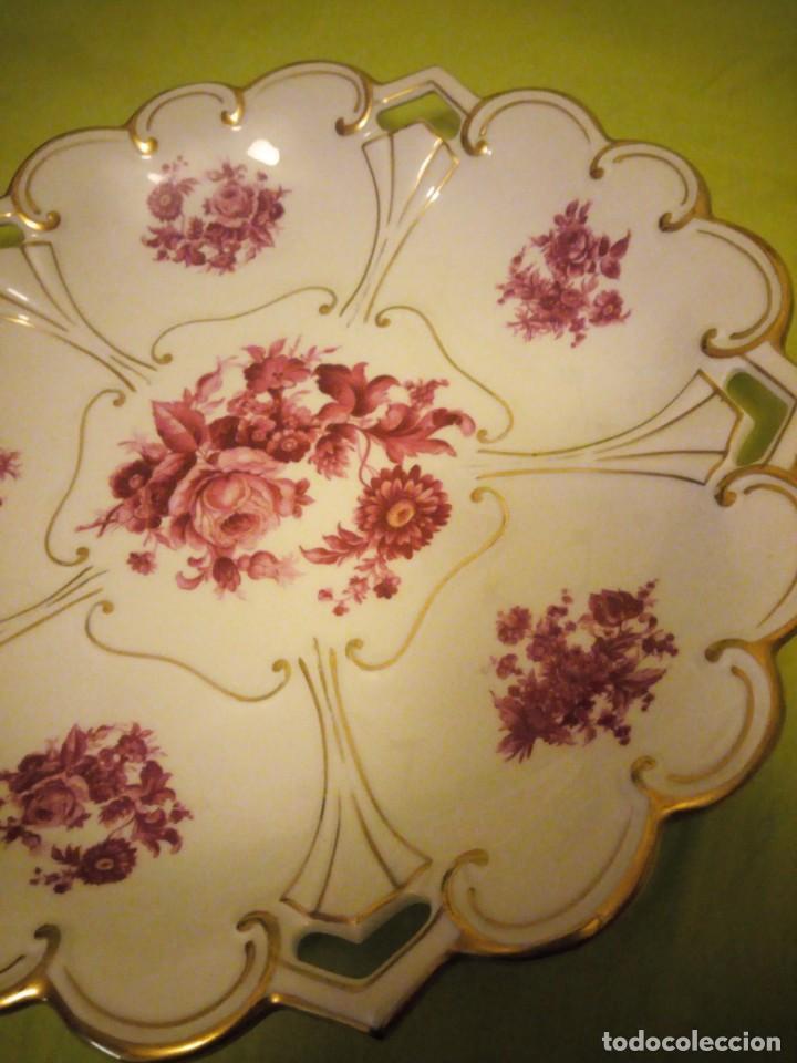 Antigüedades: Preciosa fuente de porcelana calada con oro y flores,jl. menau made in germany. - Foto 4 - 195931977