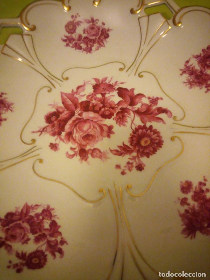 Antigüedades: Preciosa fuente de porcelana calada con oro y flores,jl. menau made in germany. - Foto 5 - 195931977