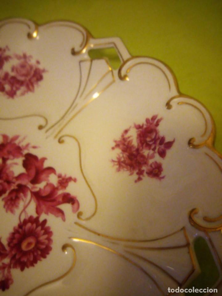 Antigüedades: Preciosa fuente de porcelana calada con oro y flores,jl. menau made in germany. - Foto 6 - 195931977