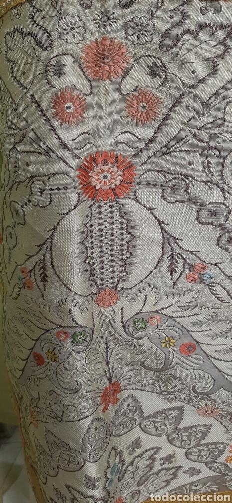 Antigüedades: PRECIOSA DALMÁTICA DE FLORES Y GALÓN DORADO. - Foto 8 - 195945188