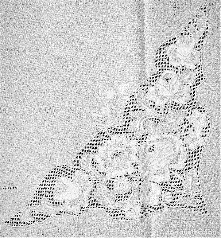 GRAN MANTELERIA DE 12 SERVICIOS. CREPE DE ALGODÓN. BORDADSOS MANUALES. ESPAÑA. XIX-XX (Antigüedades - Hogar y Decoración - Manteles Antiguos)