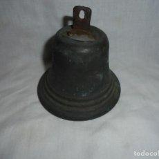 Antigüedades: ANTIGUA CAMPANA DE BRONCE CON CRUZ LE FALTA EL BADAJO. Lote 196008116