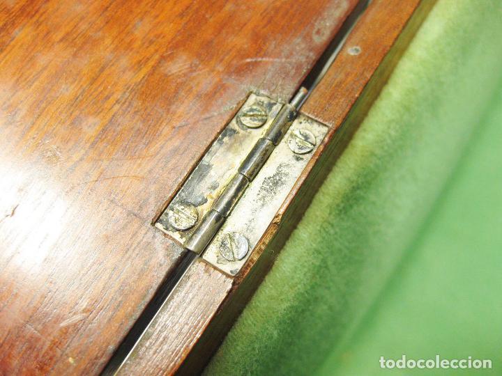 Antigüedades: PEQUEÑO MUEBLE O CAJA DE MADERA CON Y CIERRES PLATEADOS - SIGLO XVIII O XIX - Foto 9 - 195973886