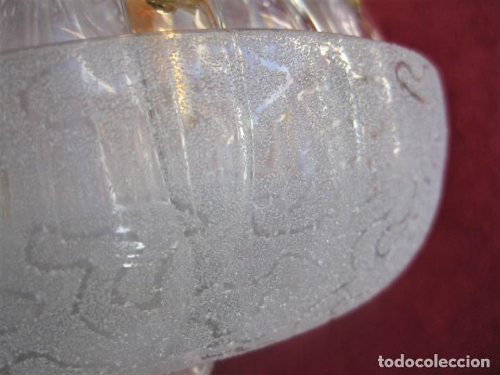 Antigüedades: MARAVILOSO VIOLETERO PORTALAPICES EN CRISTAL DE ROCA DORADO Y DECORADO 17 CMS DE DIÁMETRO - Foto 11 - 196047895