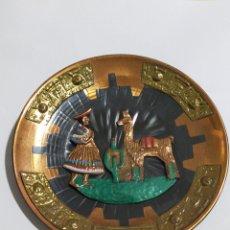 Antigüedades: ANTIGUO PLATO DE COLGAR PERU EN COBRE ESMALTADO 14CM. Lote 196066500