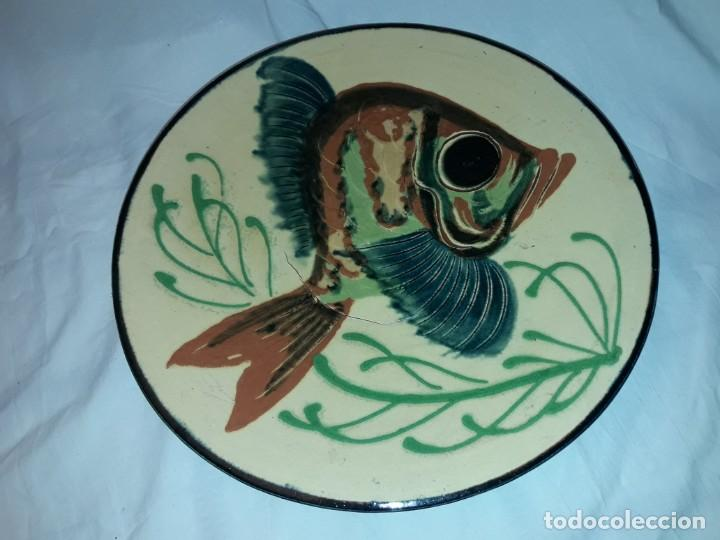 Antigüedades: Gran plato cerámica La Bisbal con Pez 31.5cm - Foto 2 - 220134916