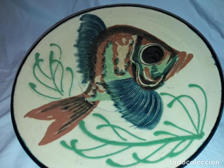 Antigüedades: Gran plato cerámica La Bisbal con Pez 31.5cm - Foto 4 - 220134916