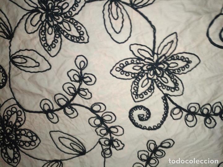 Antigüedades: raro bordado mecanico relieve cordon 126 x 135 x 140 ideal manton confecciones semana santa fallera - Foto 9 - 196110481