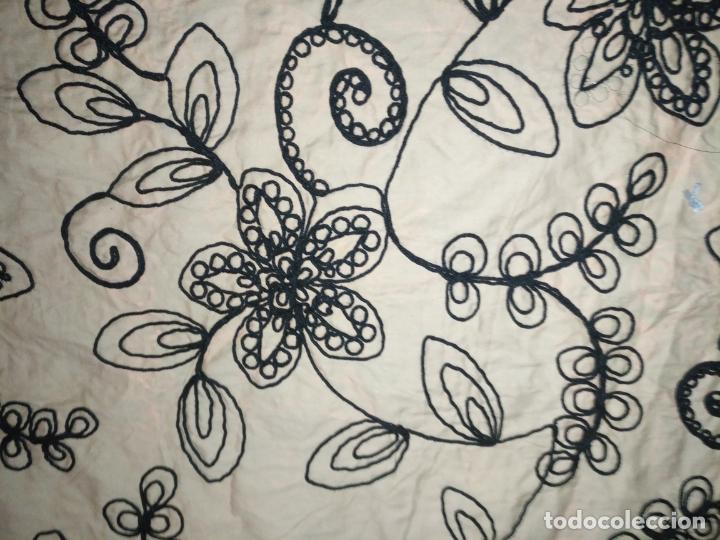 Antigüedades: raro bordado mecanico relieve cordon 126 x 135 x 140 ideal manton confecciones semana santa fallera - Foto 12 - 196110481