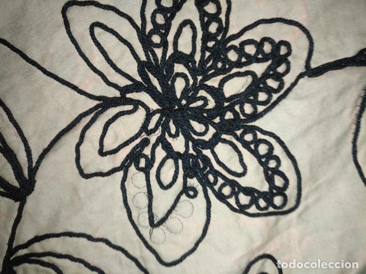 Antigüedades: raro bordado mecanico relieve cordon 126 x 135 x 140 ideal manton confecciones semana santa fallera - Foto 13 - 196110481