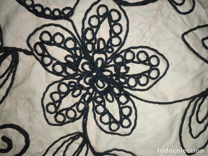Antigüedades: raro bordado mecanico relieve cordon 126 x 135 x 140 ideal manton confecciones semana santa fallera - Foto 14 - 196110481