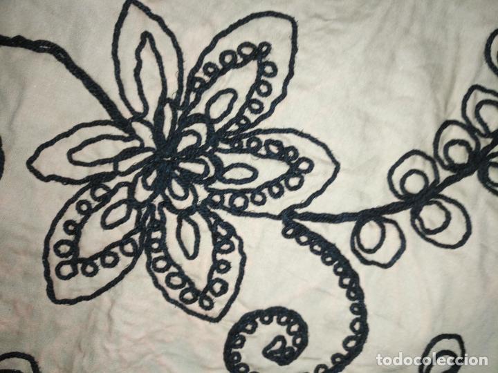 Antigüedades: raro bordado mecanico relieve cordon 126 x 135 x 140 ideal manton confecciones semana santa fallera - Foto 15 - 196110481