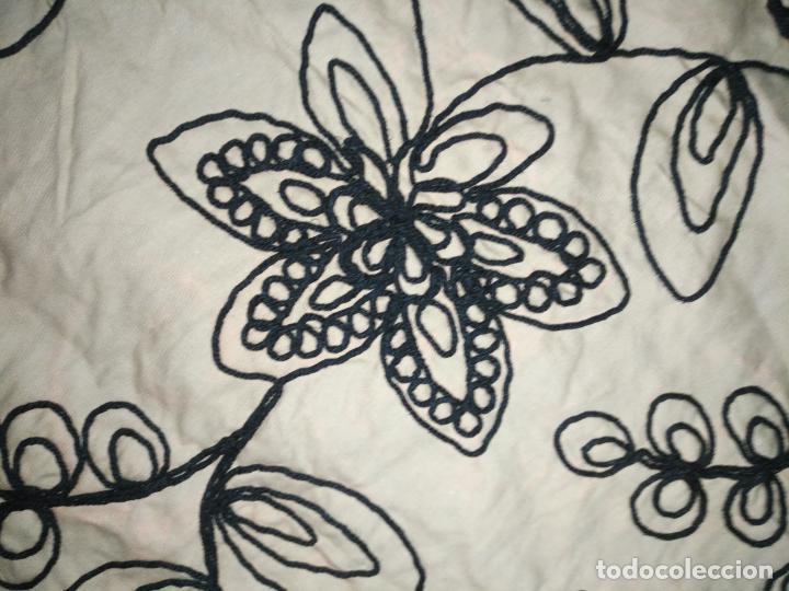 Antigüedades: raro bordado mecanico relieve cordon 126 x 135 x 140 ideal manton confecciones semana santa fallera - Foto 16 - 196110481