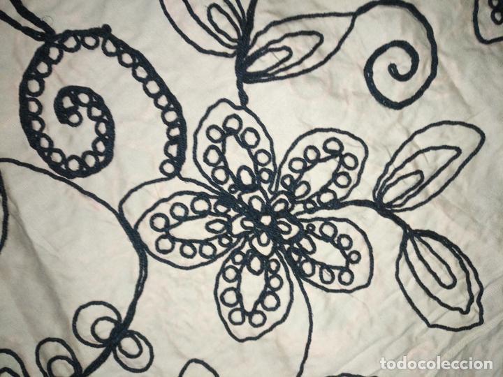 Antigüedades: raro bordado mecanico relieve cordon 126 x 135 x 140 ideal manton confecciones semana santa fallera - Foto 17 - 196110481