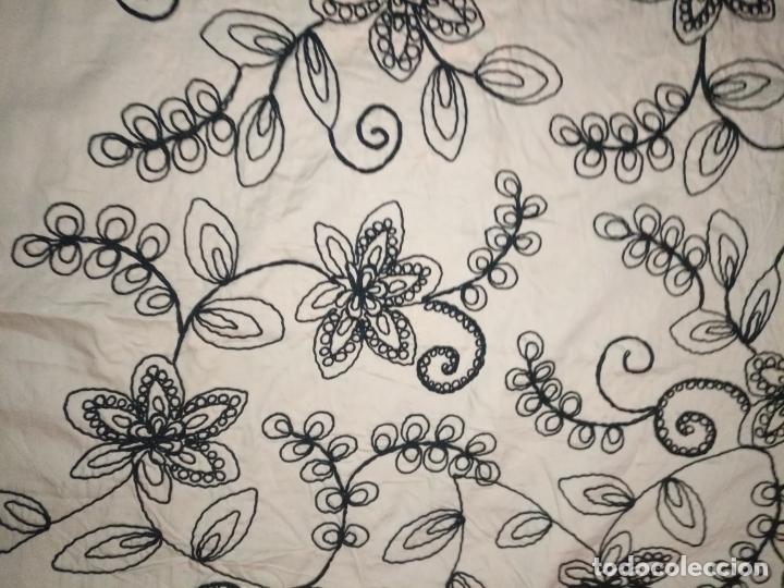 Antigüedades: raro bordado mecanico relieve cordon 126 x 135 x 140 ideal manton confecciones semana santa fallera - Foto 19 - 196110481