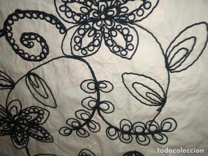 Antigüedades: raro bordado mecanico relieve cordon 126 x 135 x 140 ideal manton confecciones semana santa fallera - Foto 22 - 196110481