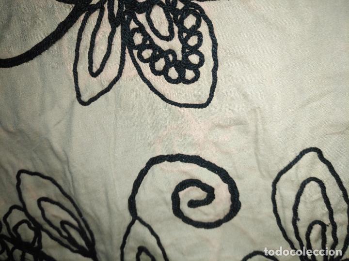 Antigüedades: raro bordado mecanico relieve cordon 126 x 135 x 140 ideal manton confecciones semana santa fallera - Foto 24 - 196110481